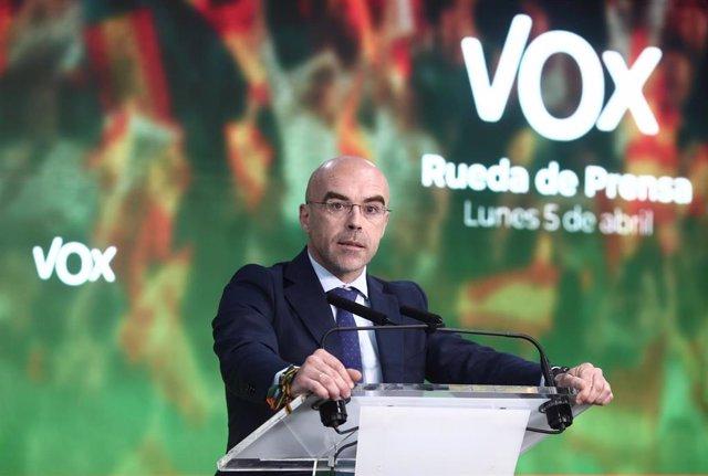 El vicepresidente primero de acción política y eurodiputado de Vox, Jorge Buxadé, interviene durante una rueda de prensa del Comité de Acción Política (CAP)