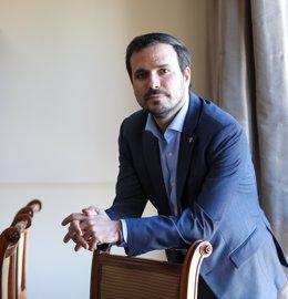 El ministro de Consumo, Alberto Garzón, posa tras una entrevista con Europa Press, en Madrid, (España), a 24 de marzo de 2021.