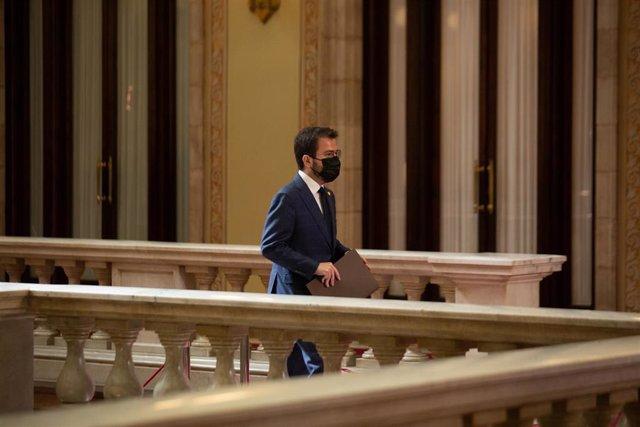 El vicepresidente de la Generalitat en funciones y candidato de ERC a la Presidencia, Pere Aragonès, a su llegada a la segunda sesión del debate de investidura a la presidencia de la Generalitat de Catalunya, en el Parlament, Barcelona, Cataluña, (España)