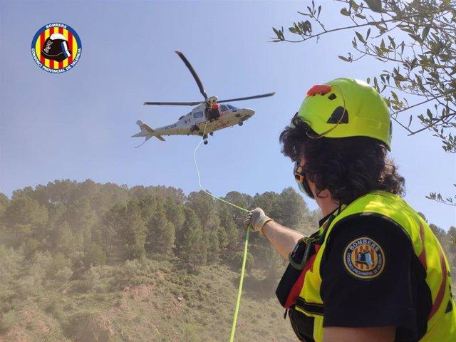 Intervención de los bomberos y el helicóptero para el rescate de Anna