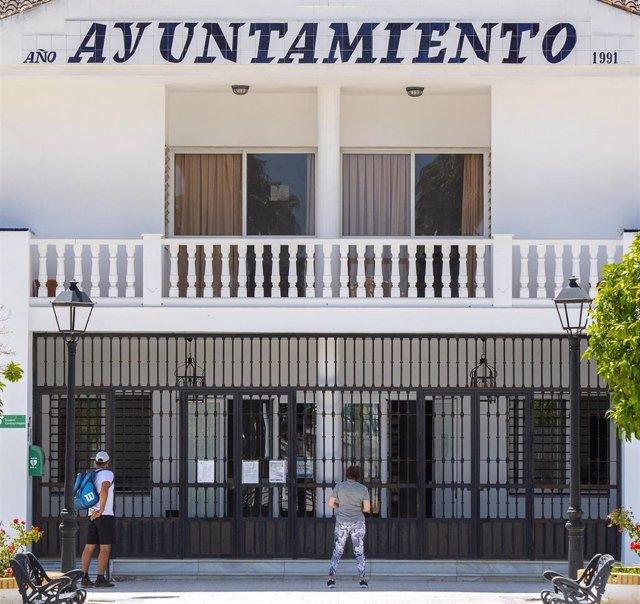 Archivo - Imagen de archivo de la fachada del Ayuntamiento de Espartinas