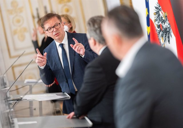 24 March 2021, Austria, Vienna: Austrian Health Minister Rudolf Anschober (C) speaks during a ress conference at the Federal Chancellery after agreement on tougher measures in eastern Austria. Photo: Georg Hochmuth/APA/dpa