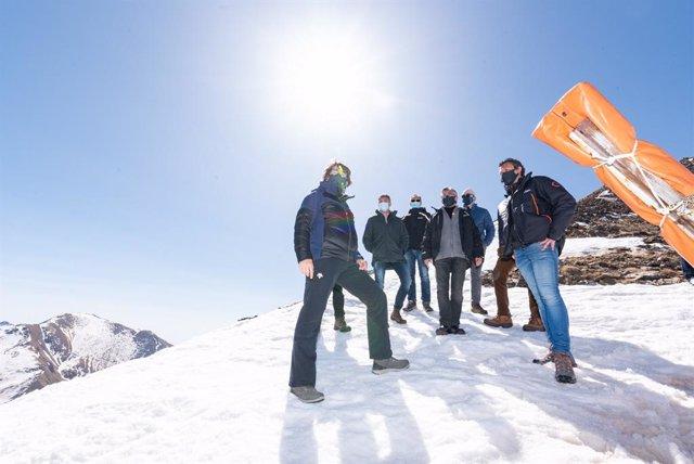El conseller Ramon Tremosa, el president de FGC, Ricard Font, el director de Boí Taüll, Xavier González i el director de Serveis Territorials d'empresa i Coneixement a Lleida, Ramon Alturo, en una visita a l'estació d'esquí Boí Taüll
