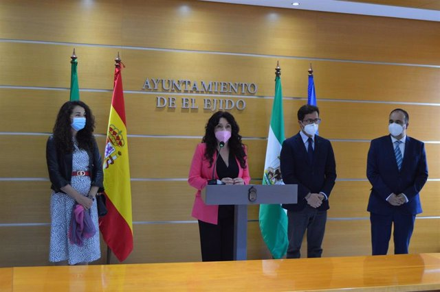 La consejera de Igualdad, Rocío Ruiz, visita el Ayuntamiento de Almería