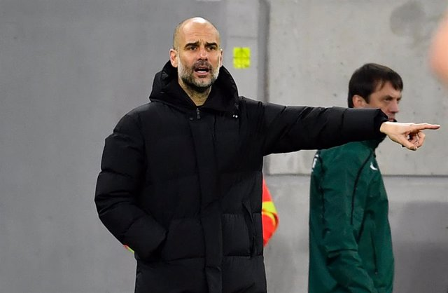 16 March 2021, Hungary, Budapest: Manchester City manager Pep Guardiola gestures on the touchline during the UEFA Champions League round of 16 second leg soccer match between Manchester City and Borussia Moenchengladbach at Puskas Arena. Photo: Marton Mon