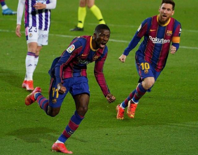 Dembélé corre a celebrar su gol de la victoria en el FC Barcelona-Valladolid de LaLiga Santander 2020-2021