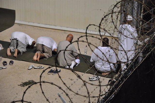 Detenidos en la prisión de la base militar estadounidense en Guantánamo, Cuba