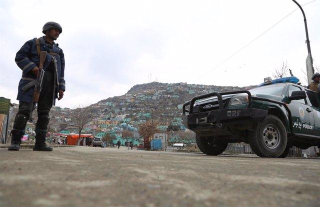 Archivo - Un agente de las fuerzas de seguridad de Afganistán.