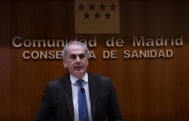 Archivo - El consejero de Sanidad de la Comunidad de Madrid, Enrique Ruiz Escudero durante una rueda de prensa para actualizar la información epidemiológica y asistencial por coronavius en la región.