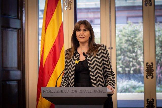 La presidenta del Parlamento, Laura Borràs, ofrecerá una rueda de prensa en la Cámara Catalana de Barcelona, Cataluña (España) el 23 de marzo de 2021.  Borrás ha propuesto al vicepresidente en ejercicio de la Generalitat como candidato a una investidura que