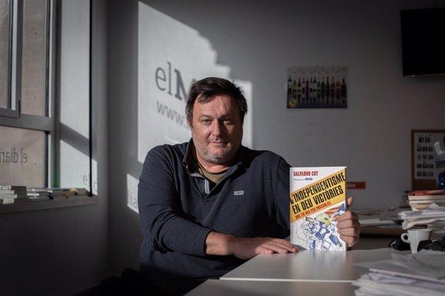 El periodista Salvador Cot i el seu llibre 'L'independentisme en deu victòries que tu vas fer possibles'.