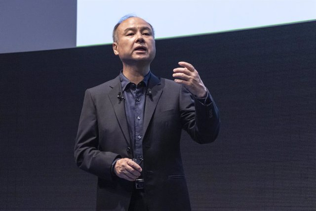 Archivo - 18 July 2019, Japan, Tokyo: SoftBank Chairman and CEO Masayoshi Son speaks during the SoftBank Robot World 2019 event to introduce AI (Artificial Intelligence) and IoT (the Internet of Things) companies developing the latest technology for robot