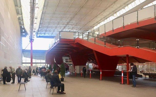 Palacio de deportes de La Guía, en Gijón, donde se están administrando las vacunas contra la Covid-19.