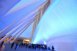 Archivo - Iluminación azul por el Día de Concienciación del Autismo