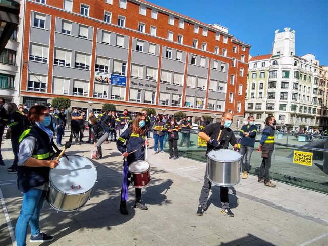 Archivo - Trabajadores de Tubacex en una movilización en defensa de sus empleos