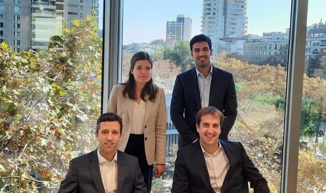 Arriba, Blanca Gorri y Eduardo Llopis, asociados de la gestora Trea, y abajo, Ignacio Déez y Martin Monreal, socios.