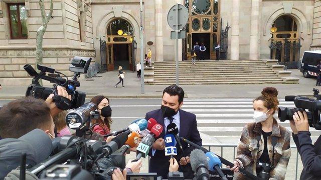 L'advocat Jorge Albertini, que representa la víctima de la violació múltiple de 'la manada de Sabadell', abans del judici a l'Audiència de Barcelona, el 6 abril del 2021.