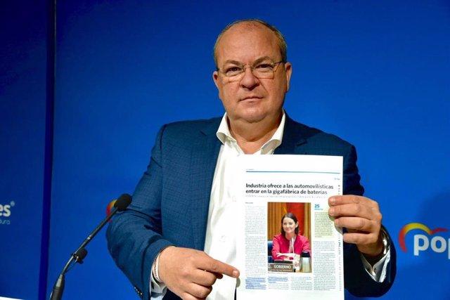 El presidente del PP extremeño, José Antonio Monago, en rueda de prensa sobre la gigafactoría de baterías