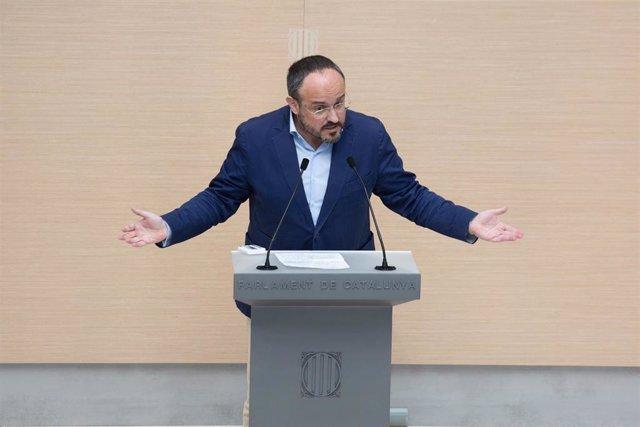 El líder del PP en el Parlament, Alejandro Fernández, interviene durante la segunda sesión del debate de investidura a la presidencia de la Generalitat de Catalunya, en el Parlament, Barcelona, Cataluña, (España), a 30 de marzo de 2021.
