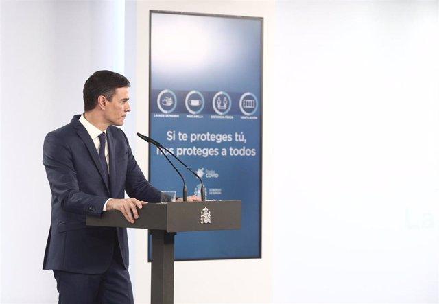 El presidente del Gobierno, Pedro Sánchez, ofrece una rueda de prensa en Moncloa, tras la celebración del Consejo de Ministros, a 6 de abril de 2021, en Madrid (España).