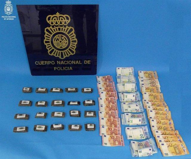 Droga y dinero intervendio a los dos detenidos por tráfico de drogas en Torrelavega