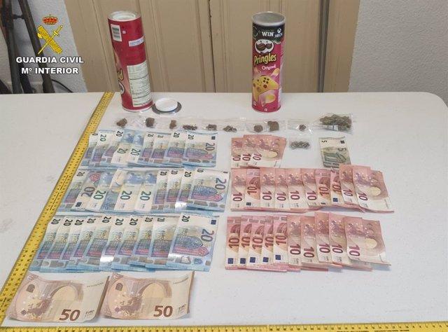 La Guardia Civil detiene a dos personas por tráfico de drogas durante un control de identificación