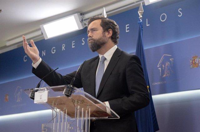 El portavoz de Vox en el Congreso, Iván Espinosa de los Monteros, interviene en una rueda de prensa posterior a una Junta de Portavoces en el Congreso