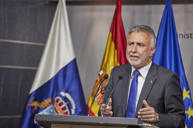 El presidente del Gobierno de Canarias, Ángel Víctor Torres comparece en rueda de prensa después de una reunión en el Ministerio de Política Territorial y Función Pública, a 6 de abril de 2021, en Madrid (España).