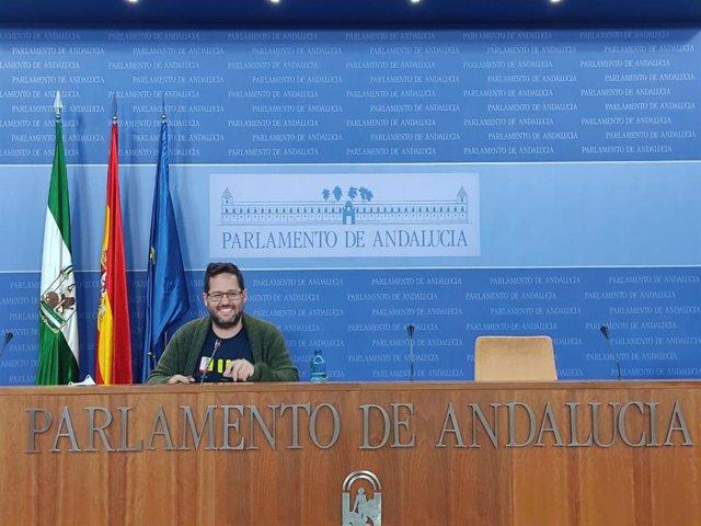 Archivo - El ex parlamentario de Adelante José Ignacio García, en rueda de prensa en una foto de archivo.