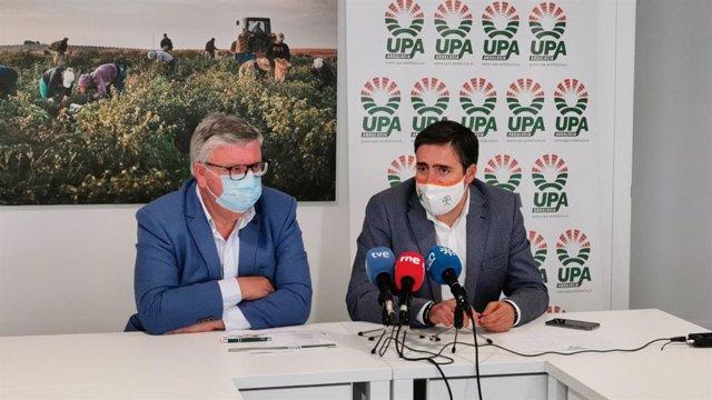 El actual secretrario regional de UPA-A, Miguel Cobos, y Cristóbal Cano, que se presentará a la Secretaría General de UPA-A en el 8º Congreso Regional.