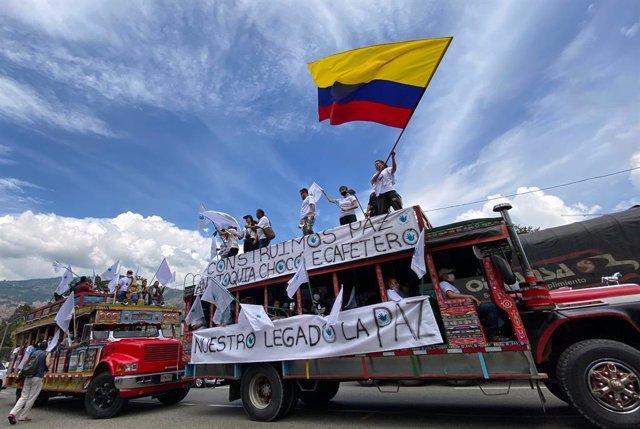 Movilización de antiguos guerrilleros de las desaparecidas FARC rumbo a Bofotá para participar en las movilizaciones contra la violencia cometida contra líderes sociales, excombatientes y comunidades indígenas.