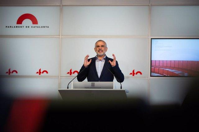 El líder de Cs a Catalunya, Carlos Carrizosa, en una roda de premsa al Parlament (Arxiu)