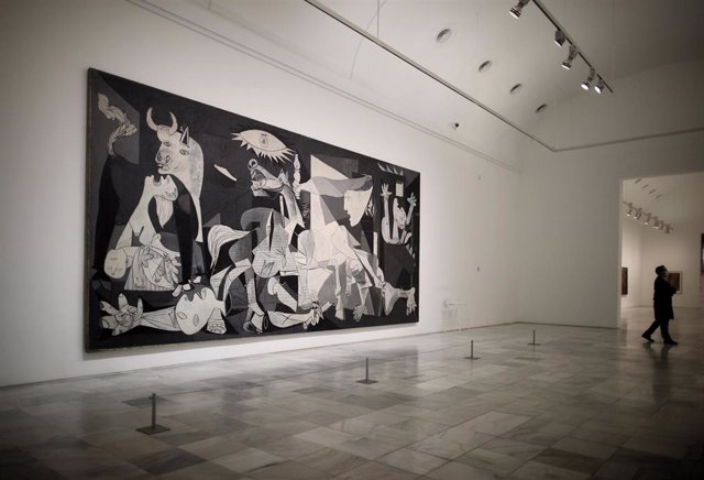 Archivo - El 'Guernica' de Pablo Picasso en el Museo Reina Sofía de Madrid.