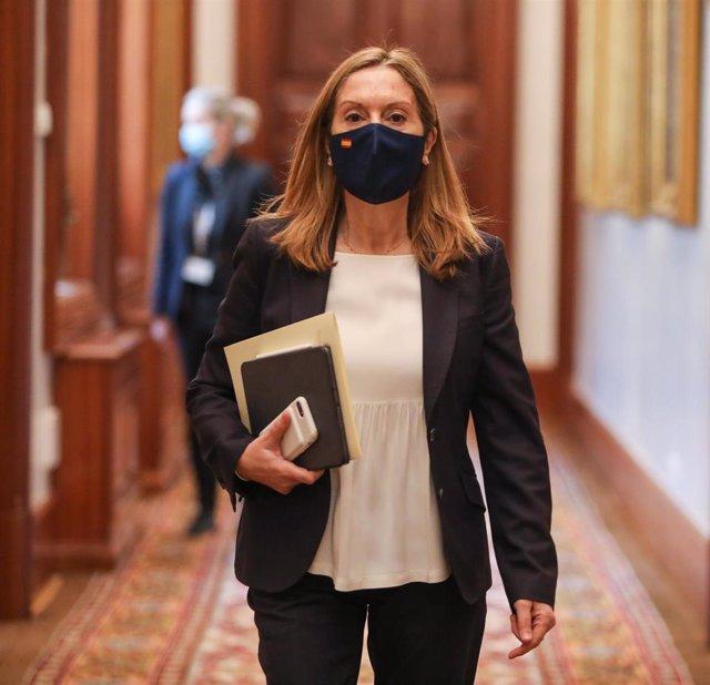 La vicepresidenta tercera del Congreso y 'número dos' del PP en Madrid, Ana Pastor, se dirige a la Sala Mariana de Pineda para participar en la reunión de la Mesa del Congreso de los Diputados, en Madrid (España), a 16 de marzo de 2021.