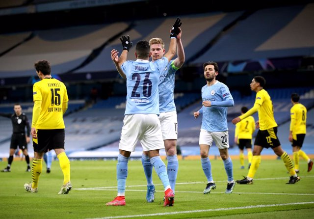 06 April 2021, United Kingdom, Manchester: Manchester City's Kevin De Bruyne (C) celebrates scoring their side's first goal of the game with team-mate Riyad Mahrez during the UEFA Champions League quarter-final first leg soccer match between Manchester Ci
