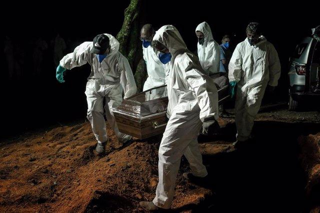 Muertes por COVID-19 en Brasil