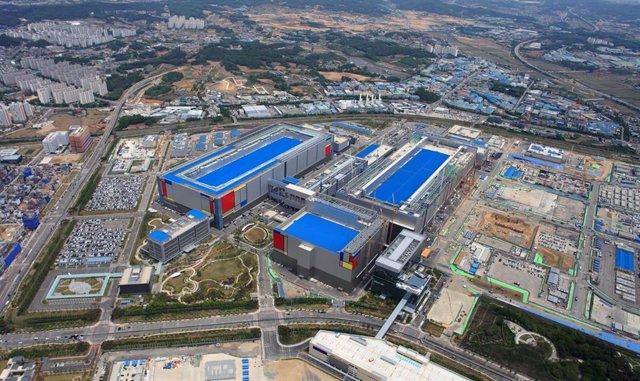 Archivo - Nueva línea de producción de Samsung Electronics en Pyeongtaek (Corea del Sur)