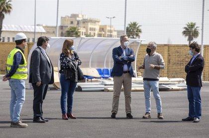 """Alcalde destaca el avance de obras del campo de fútbol de El Torrejón, que """"será un referente deportivo"""""""