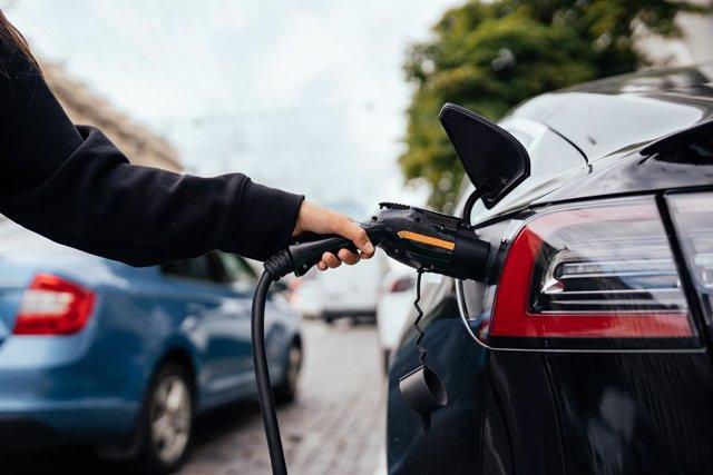 Coches.net vincula la desinformación al lento crecimiento en ventas de los vehículos eléctricos