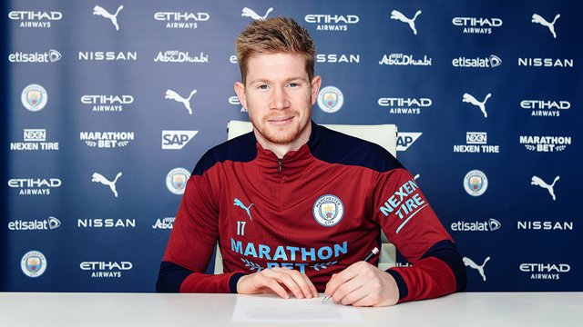 HANDOUT - 07 April 2021, United Kingdom, Manchester: Undated handout photo provided by Manchester City Football Club shows Manchester City's Kevin De Bruyne signing a two-year contract extension till 2025. Photo: -/Manchester City Football Club via PA Med