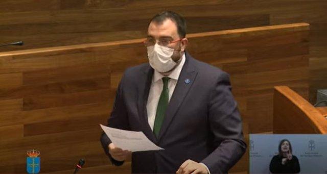 El presidente Adrián Barbón en la Junta General.