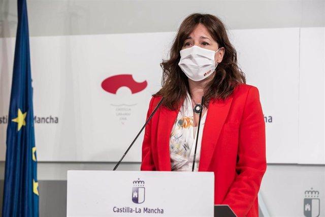 La consejera de Igualdad y portavoz del Gobierno regional, Blanca Fernández, comparece en rueda de prensa en el Palacio de Fuensalida para informar sobre los acuerdos del Consejo de Gobierno
