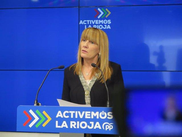 La senadora del PP de La Rioja, Ana Lourdes González, en comparecencia de prensa