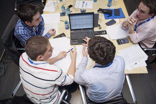 Archivo - Cerca de la mitad de los jóvenes murcianos, optimistas respecto a su futuro laboral