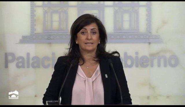 Archivo - La presidenta del Gobierno riojano, Concha Andreu, interviene ante los medios