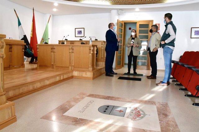 El presidente del PP de Extremadura, José Antonio Monago, visita el Ayuntamiento de Calamonte