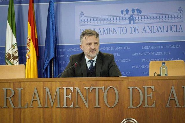 El portavoz parlamentario del PSOE-A, José Fiscal, en rueda de prensa en una foto de archivo.