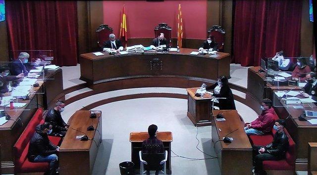 Segona sessió del judici a 'la manada de Sabadell' per una violació múltiple el 2019 a l'Audiència de Barcelona, el 7 d'abril del 2021.