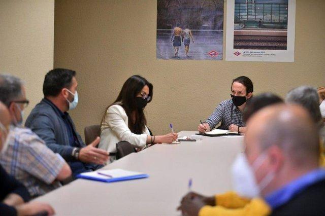 El candidato de Unidas Podemos a la Presidencia de la Comunidad de Madrid, Pablo Iglesias, se reúne con representantes sindicales de Metro de Madrid