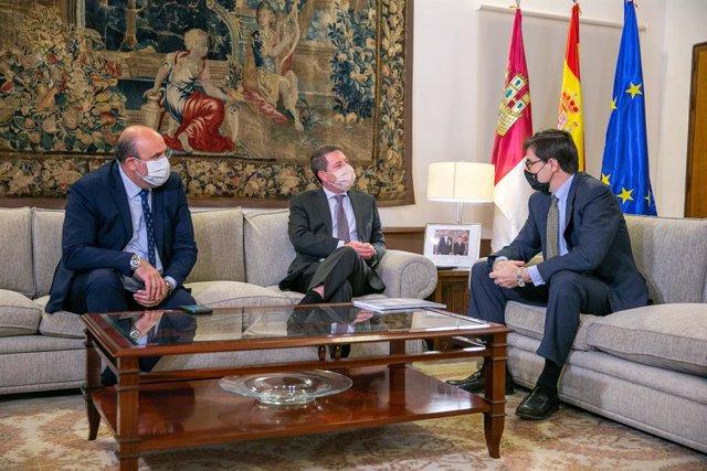 El presidente de Castilla-La Mancha, Emiliano García-Page, se ha reunido con el secretario de Estado para la Unión Europea, Juan González-Barba.